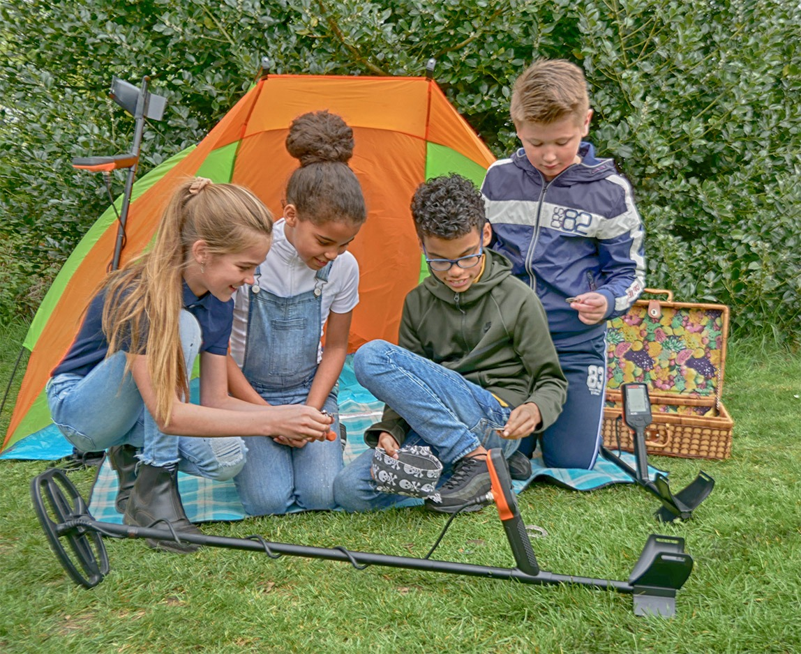 Quest X5 metaaldetector familie time outdoor